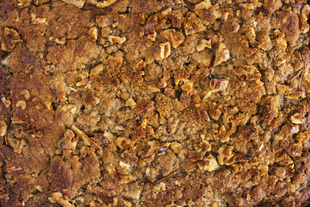 Coffee flavoured Coffee Cake with fresh pear cubes and a Walnut Streusel Crumble Topping. This recipe is 100% vegan, delicious and very easy to make.