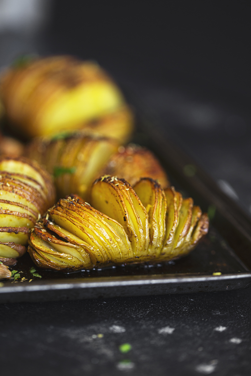 These vegan Hasselback Potatoes are super easy to prepare and will surely impress everyone at the table!