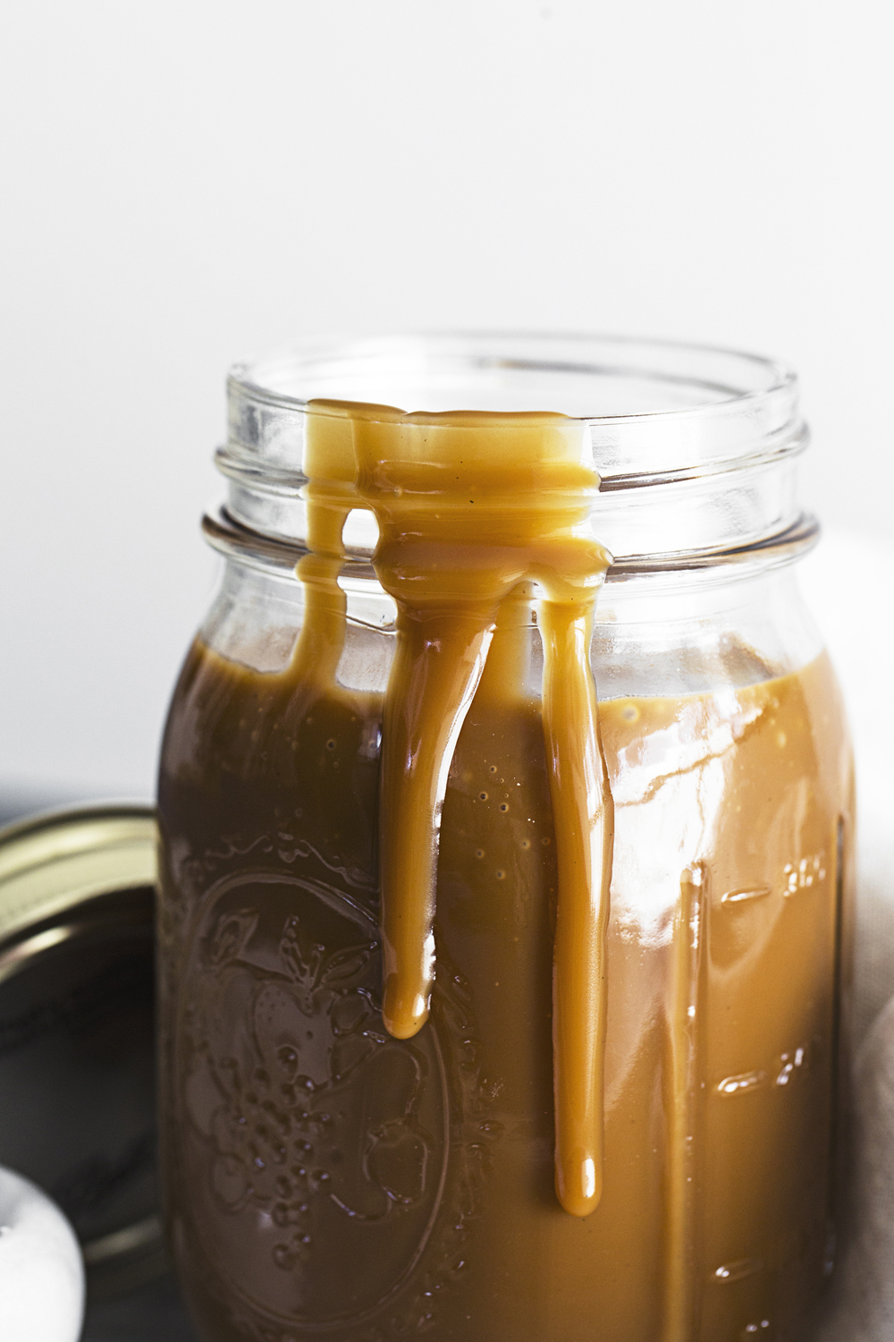 This delicious Vegan Salted Caramel requires only 4 ingredients and 35 minutes of your time!