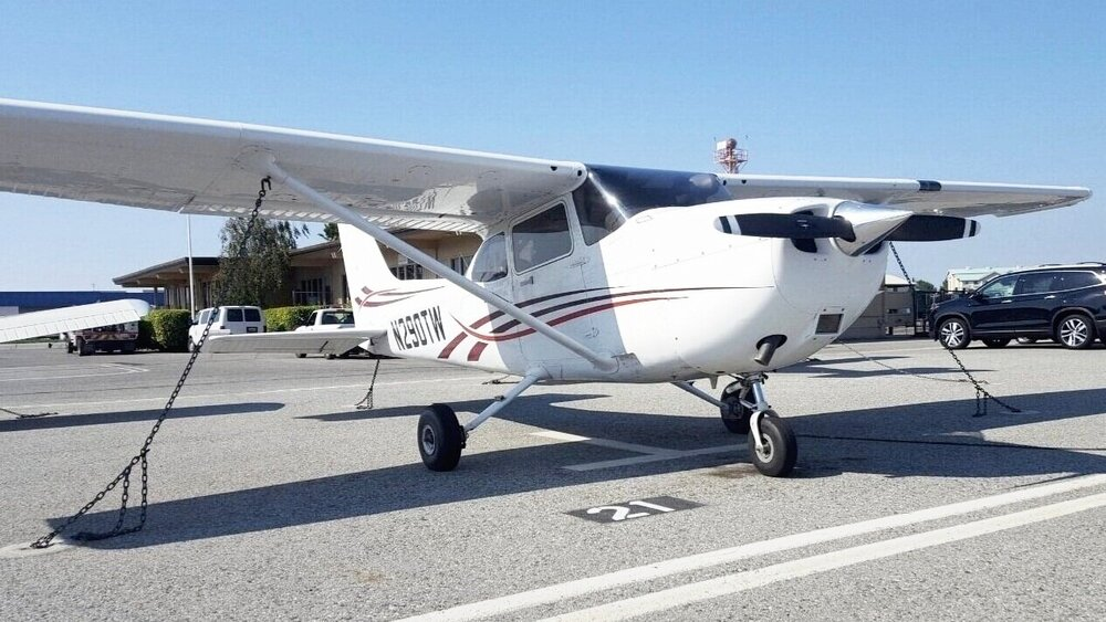 Cessna 172SP - N290TW     Non-Member    $178/hr /    Standard    $160/hr /    Premium   $151/hr  Great primary or instrument trainer. 180 HP, 4-seater. KLN94 GPS, Autopilot, NAVII Avionics, Dual Nav/Com. L3 NGT9000 Transponder with ADS B in/out, WIFI, traffic.