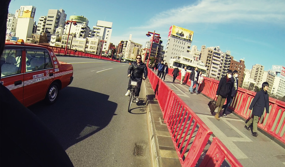 taylor-jackson-riding-bike-in-puffy-jacket-tokyo