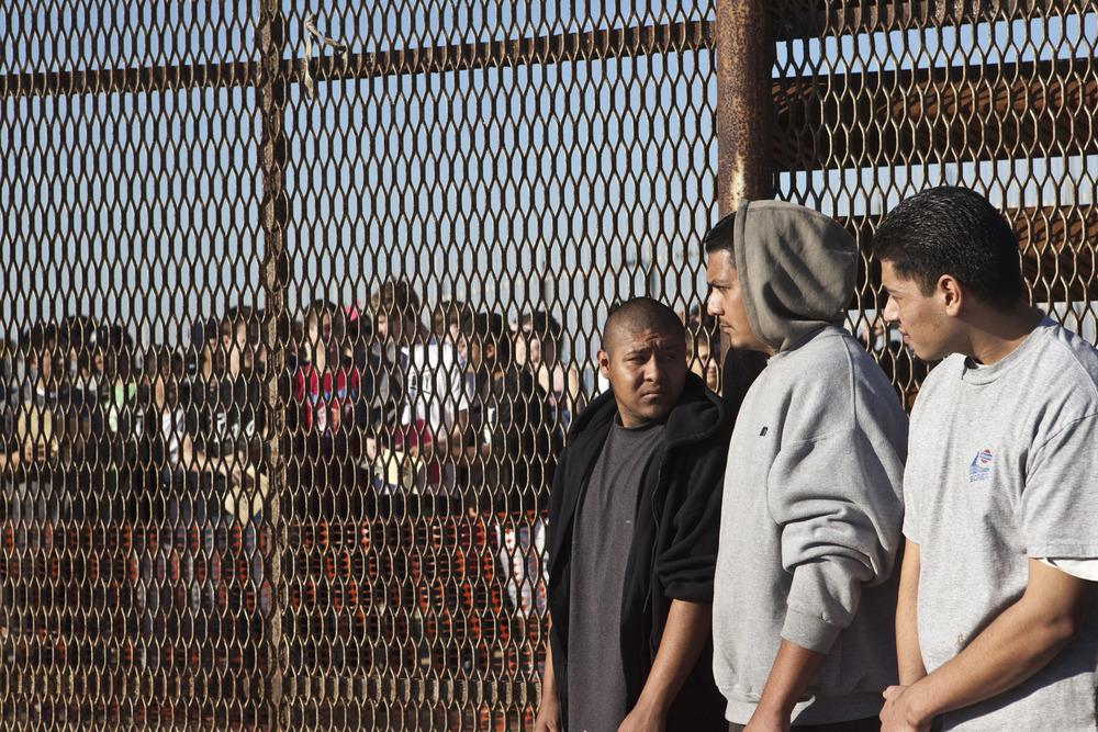 2012-09-19-borderfence03.JPG