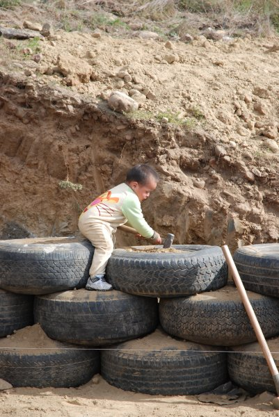 baby tire pound las hormaguitas sustainable architecture 4 walls international trash house tijuana.jpg