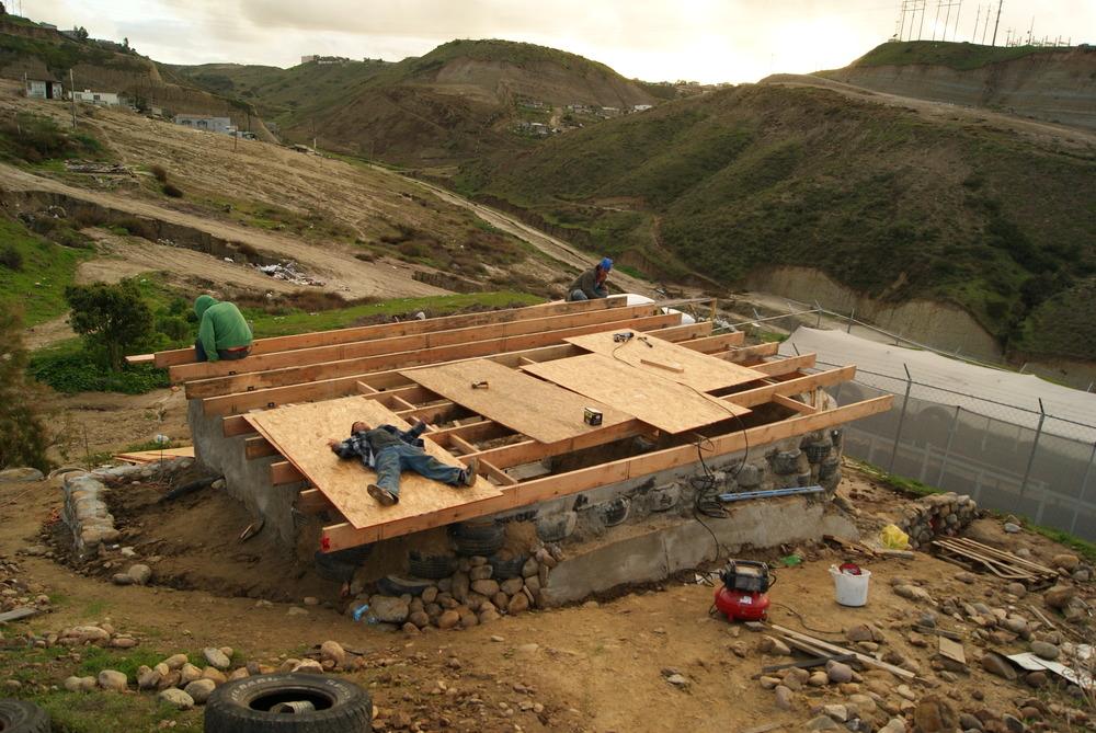 las hormaguitas sustainable architecture 4 walls international trash house tijuana 12.JPG