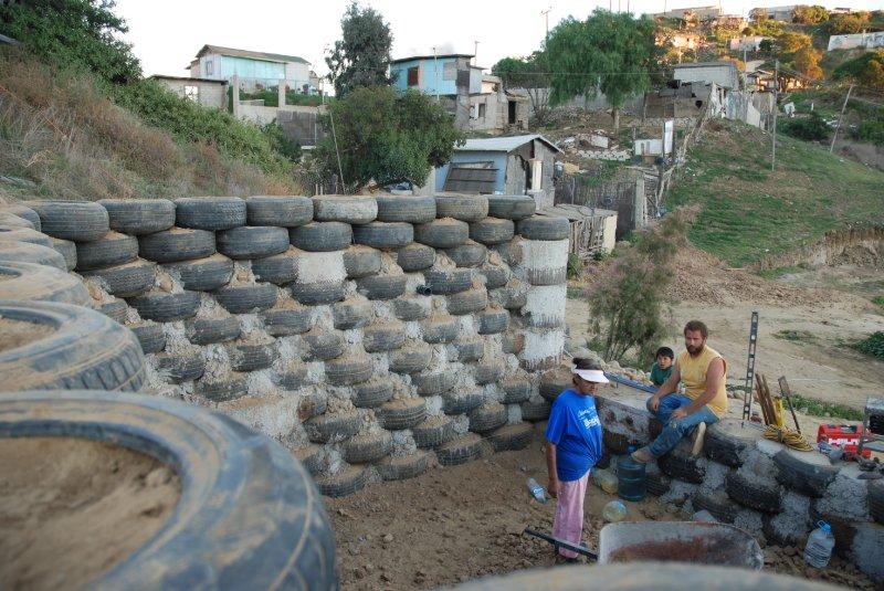 las hormaguitas sustainable architecture 4 walls international trash house tijuana 28.jpg
