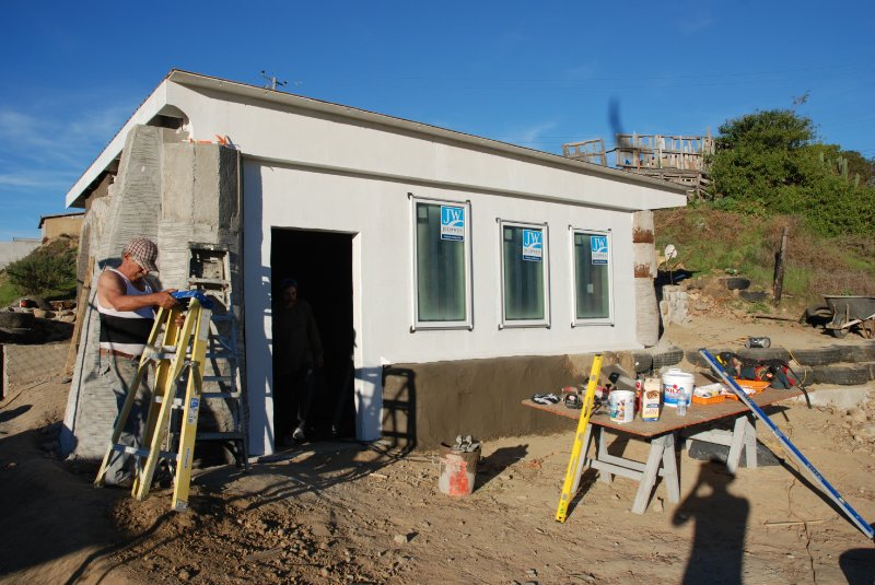 las hormaguitas sustainable architecture 4 walls international trash house tijuana 33.jpg