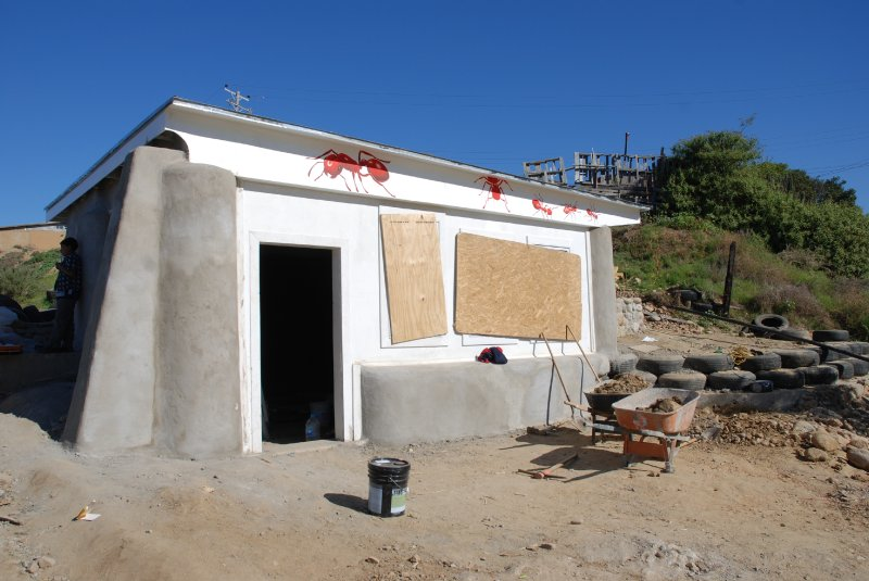 las hormaguitas sustainable architecture 4 walls international trash house tijuana 34.jpg