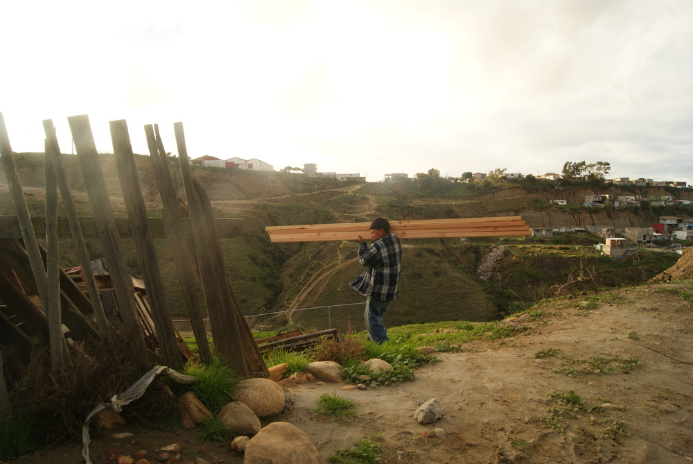 las hormaguitas sustainable architecture 4 walls international trash house tijuana children.JPG