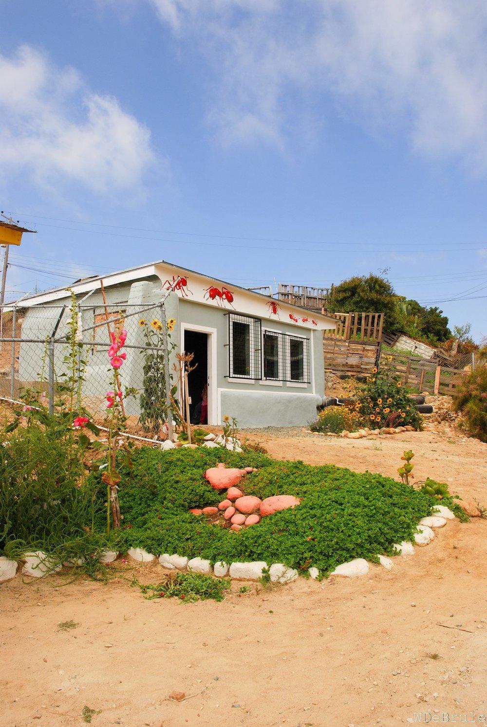 las hormaguitas sustainable architecture 4 walls international trash house tijuana2.jpg