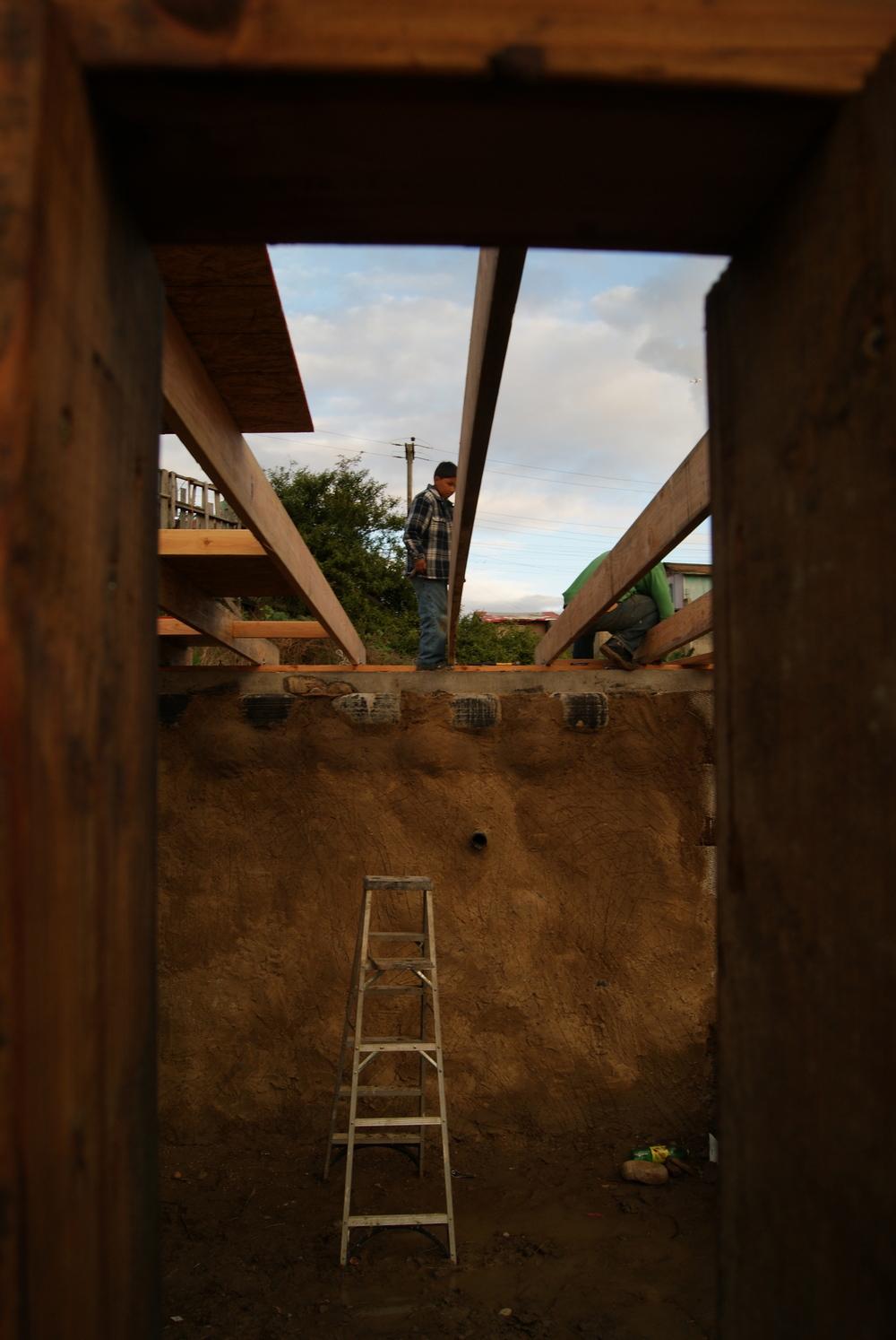 las hormaguitas sustainable architecture 4 walls international trash house tijuana6.jpg