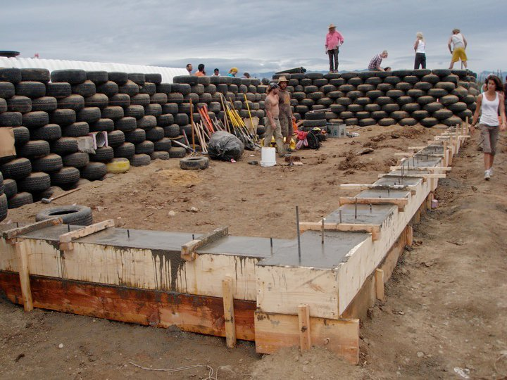 earthship_biotecture_4walls_international_baja_14.jpg