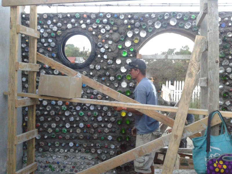 4 walls sustainable tire home - build casa de botella 3.jpg