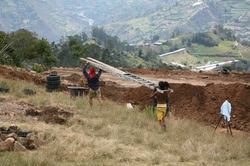 4_walls_tire_structure_colombia_sustainable_trash_construction_samuel_mclaughlin_3.jpg