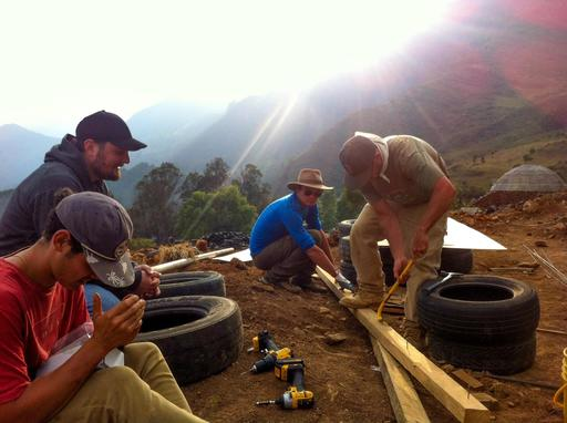 4_walls_tire_structure_colombia_sustainable_trash_construction_samuel_mclaughlin_.jpg