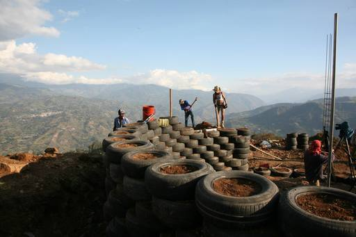 4_walls_tire_structure_colombia_sustainable_trash_construction_retaining_wall_3.jpg