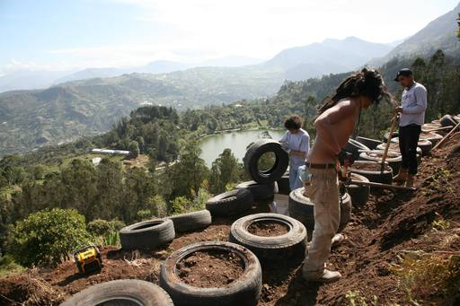 4_walls_tire_structure_colombia_sustainable_trash_construction_retaining_wall.jpg