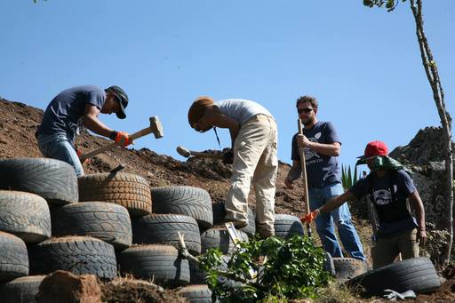 4_walls_tire_structure_colombia_sustainable_trash_construction_retaining_6.jpg