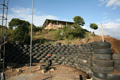 4_walls_tire_structure_colombia_sustainable_trash_construction_retaining.jpg