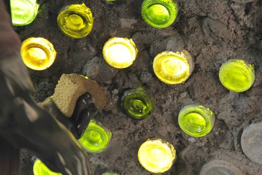 4_walls_tire_structure_colombia_sustainable_trash_construction_glass_bottle.jpg
