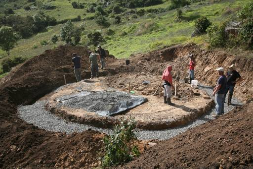 4_walls_tire_structure_colombia_sustainable_trash_construction_foundation.jpg