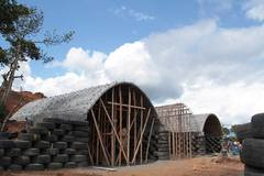 4_walls_tire_structure_colombia_sustainable_trash_construction_14.jpg