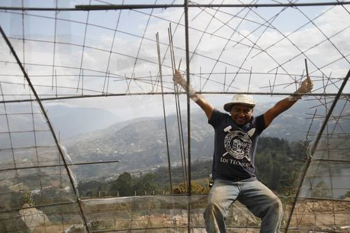 4_walls_tire_structure_colombia_sustainable_trash_construction33.jpg