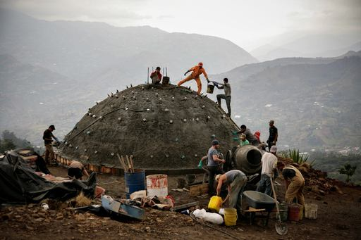 4_walls_tire_structure_colombia_sustainable_trash_construction20.jpg