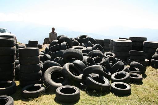 4_walls_tire_structure_colombia_sustainable_trash_construction17.jpg