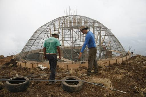 4_walls_colombia_sustainable_tire_house_5.jpg