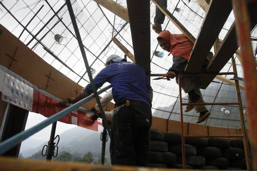 4_walls_colombia_sustainable_tire_house_2.jpg