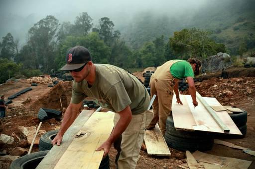 4_walls_colombia_sustainable_architecture_waylon_matson_steven_wright_2.jpg