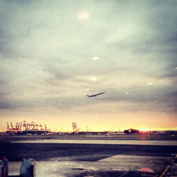 the #classic #airport #sunrise #ewr #brickcity #newyorkliberty #gettingup #before #thesun