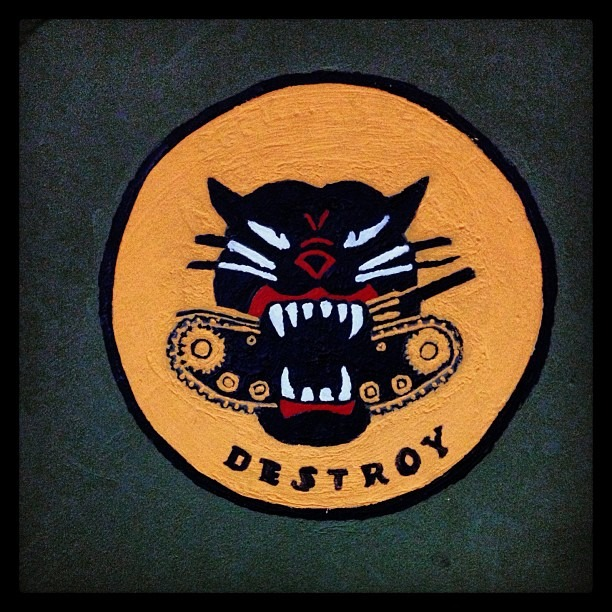 #vintage #handpainted #army #tank #insignia of #lion #eating #metal #fort #bliss #museum