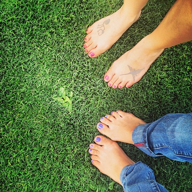 #walking onthe #grass #feeling the #earth #beneath our #feet #reflexology #natural #healing @sistaeyerie