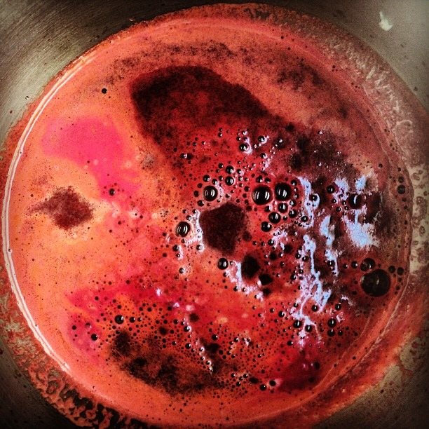 #amazing #burst of #life #cosmic #juicing @sistaeyerie #beet #carrots #pear #kale makes #myfavoritecolor #peach