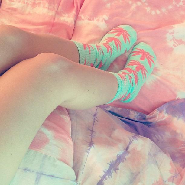 #imgoinggoingbackbacktocalicali #apropos #socks #beautiful #ganja #medias #bdaygift #peachiness #instabud #sackofsocks