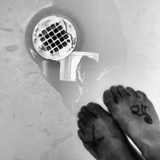 #towel #Virgen #water #ritual #Pies paraquelosquiero si tengo #alas para #volar #Frida #inspiration & #love #museegram #podophilia #footfetish #feet #reflection #holy #shower