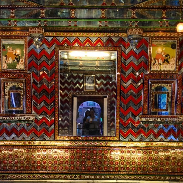 #citypalace #india #selfie #ancient #glass #mosaic #shine #sparkle #magicroom #maharana #palace