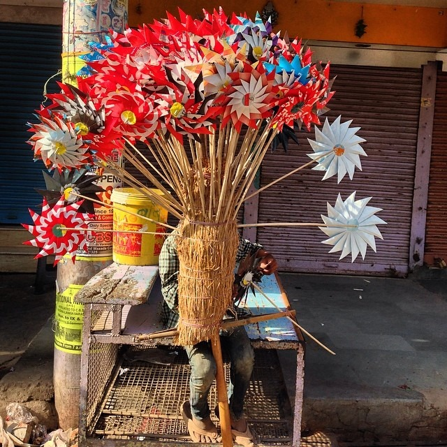 #earlybird #catchingtheworm #colorful #india #travel #love #varanasi #streetvendor #handmade #windmills