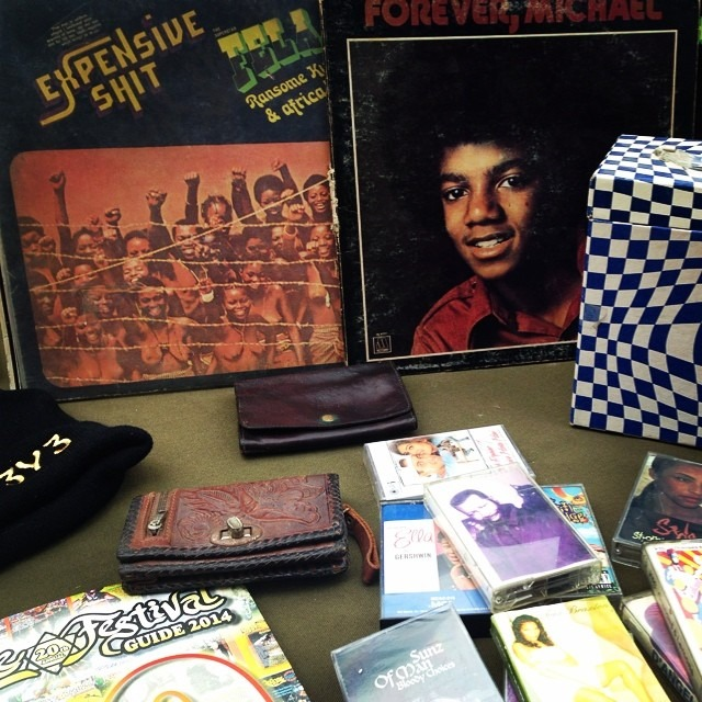 #vintage #foundobject #popup table in #crownheights #young #kingofpop #oldschool #fortyfives #vynyl
