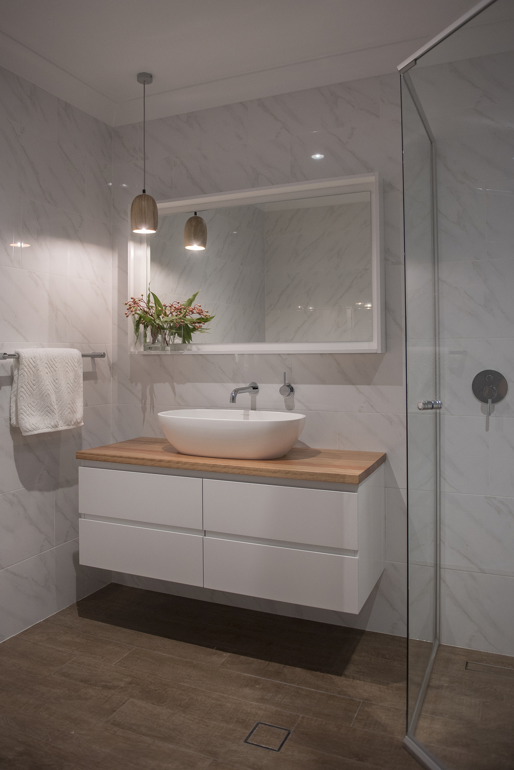 KING ensuite wide sher.jpg