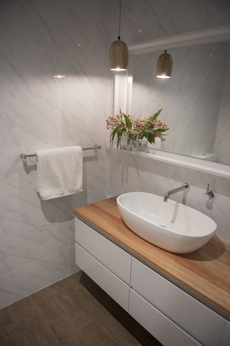 KING+ensuite+light-1.jpg