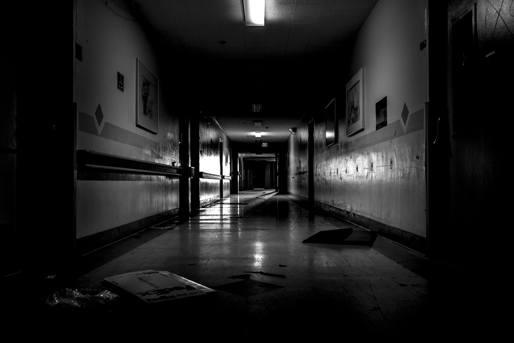 HOSPITALS ARE CREEPY WHEN DARK AND EMPTY . IT WAS CREEPY AT NIGHT EVEN WHEN WE WERE SHOOTING IT WITH A CREW OF ALMOST 50 PEOPLE
