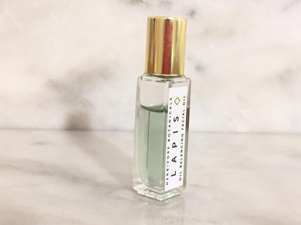 Herbivore Botanicals Lapis Oil Balancing Facial Oil roller for oily skin, moisturizer.  Endevourly.com