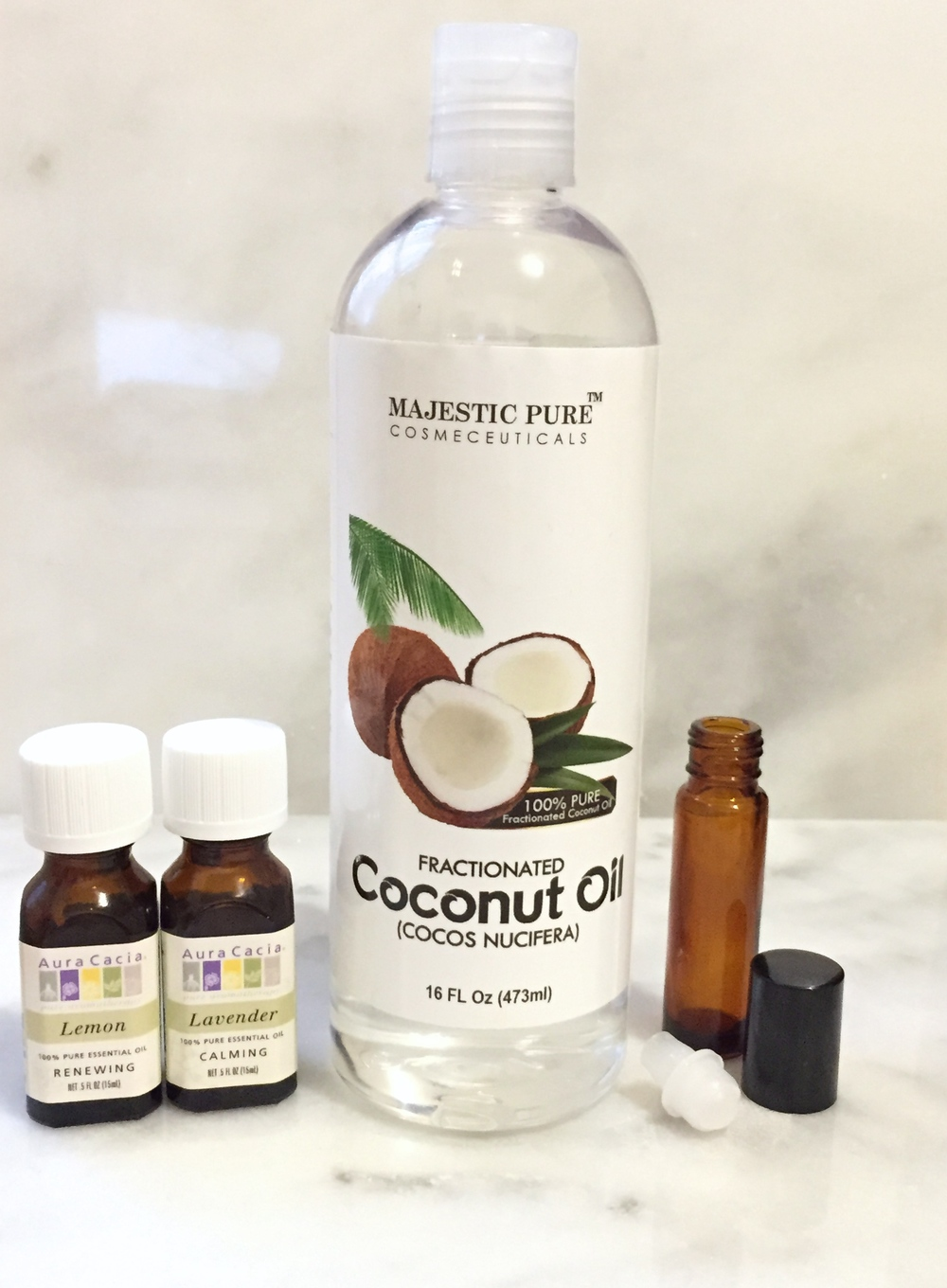 Use fractionated coconut oil as an ingredient for your eyelash serum