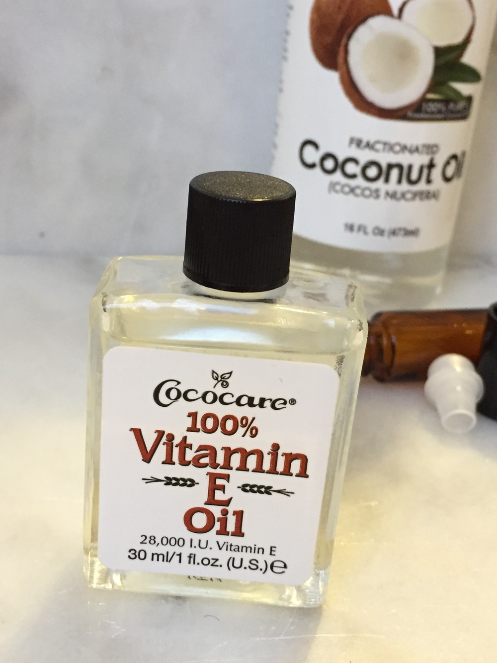 Vitamin E Oil for a natural undereye serum
