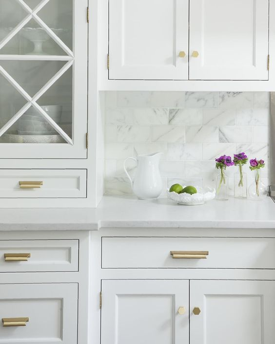 Hardware For White Kitchen Cabinets: Cabinet Pulls + Knobs Roundup