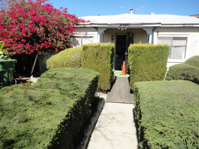 This home was in Mar Vista. It needed a lot of cleaning before we could put it on the market. We had to sell 2 cars for the state, too. After cleaning and some heavy marketing, it sold the first week at full price at all cash. Everyone was happy.