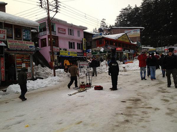 Ski rental - Manali Style.