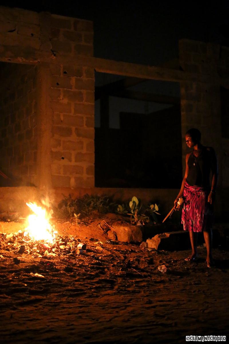 Feu dans les rues de Lomé
